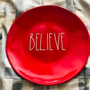 NWT-SET of 4 DINNER, RED BELIEVE Dunn Plates!!